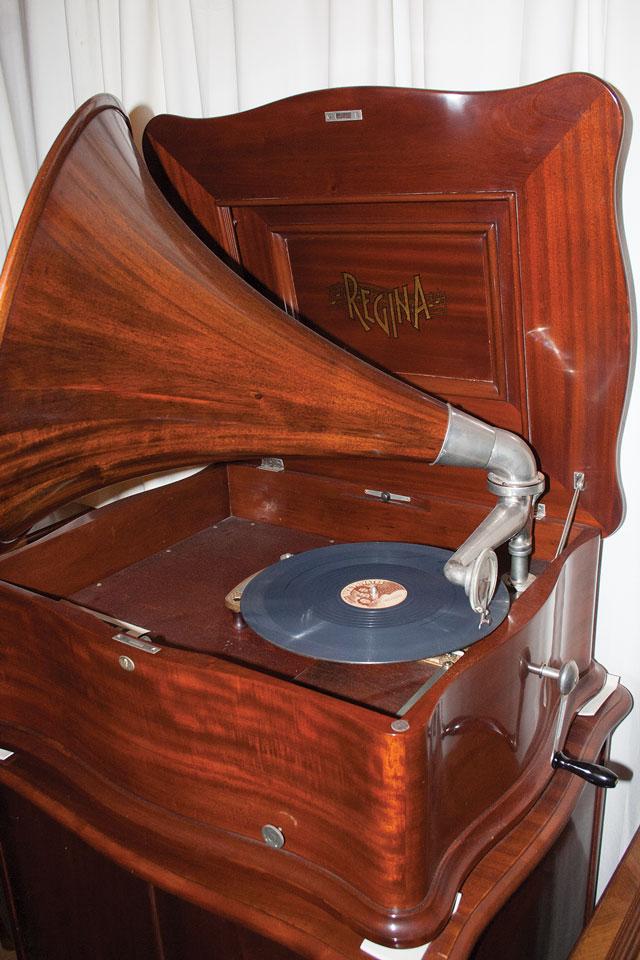 regina-phonograph